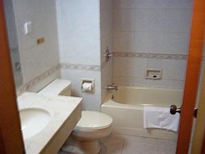 珠海ポポコホテルバスタブ.jpg