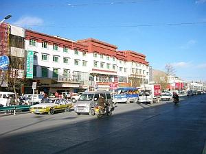 Lhasa_main_st.jpg