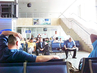 manasuairport_waiting.jpg