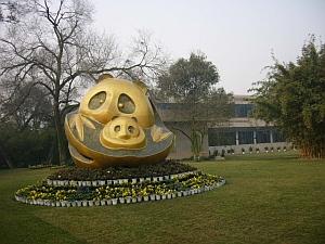 panda_statue.jpg